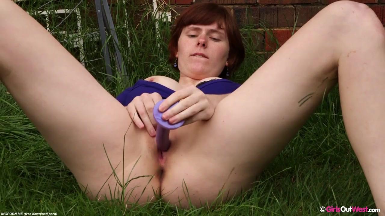 Ног крупным возбужденная соседка с намокшей промежностью и трусиками хочется ебаться порно фото тещин