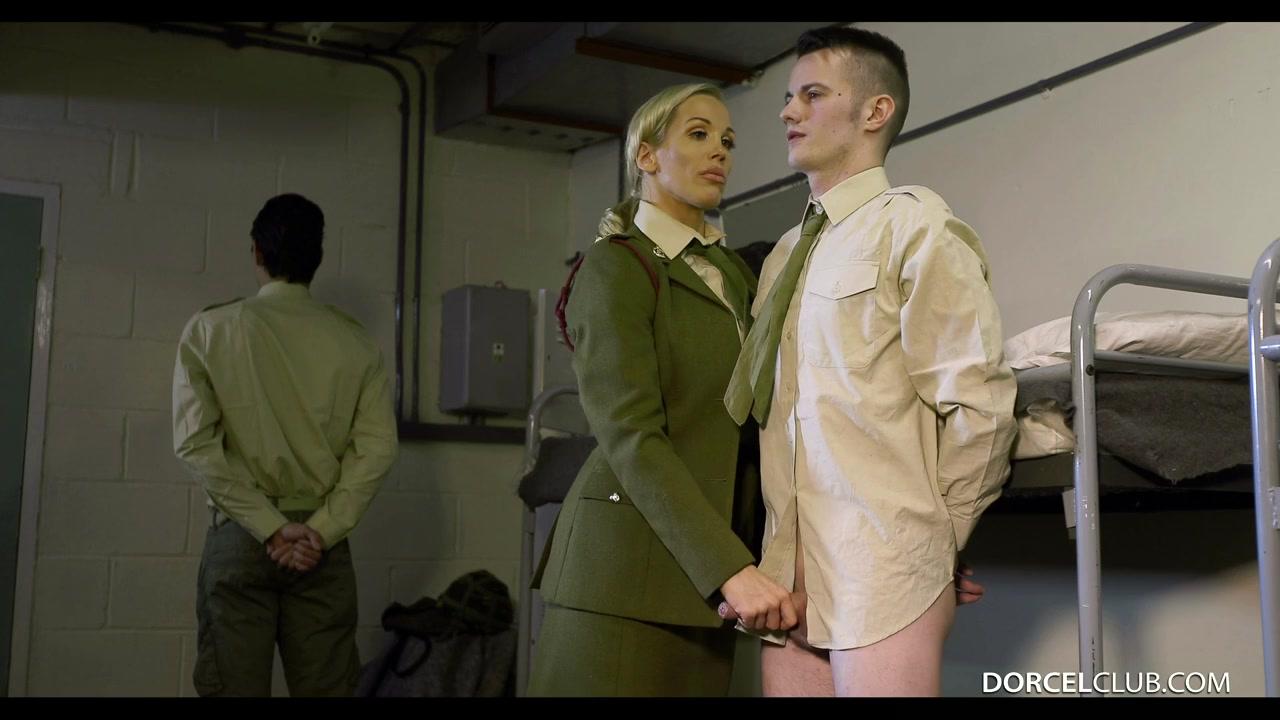 Организм крупным начальница в деловом костюме соблазнила паренька сняли проституток сауне