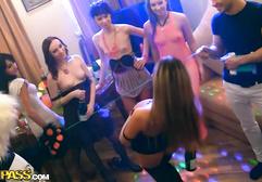 Пьяная вечеринка перешла в секс